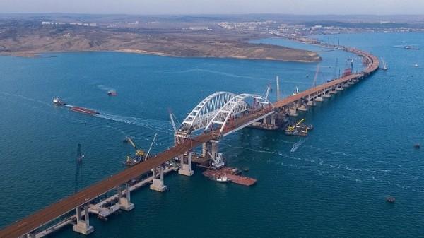 Движение по Крымскому мосту может открыться в середине года