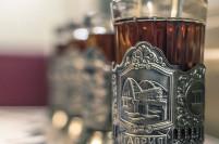 Пассажирам поезда «Таврия» будут подавать чай в подстаканниках с Крымским мостом