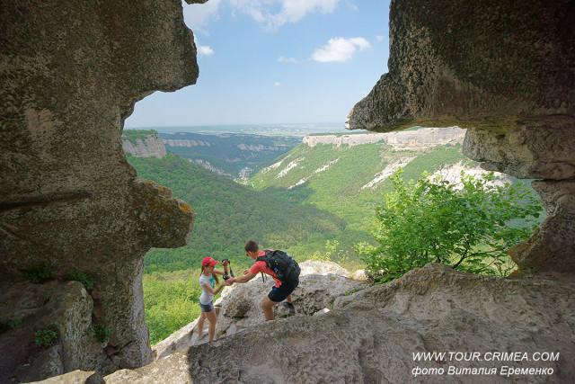 Комплекс пещер на мысе Тешкли-Бурун (Дырявом мысе) пещерного города Мангуп-Кале.