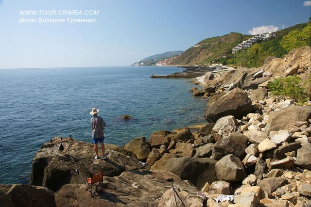 Рыбалка  и дикий отдых на Голубовских камнях (п.Лазурное, Алушта).