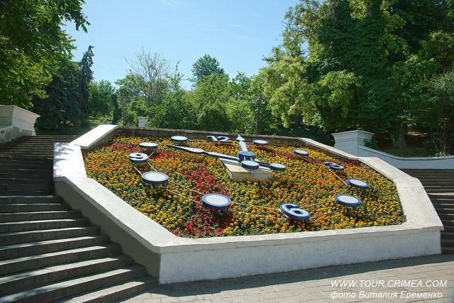 Цветочные часы на Синопском спуске в Севастополе