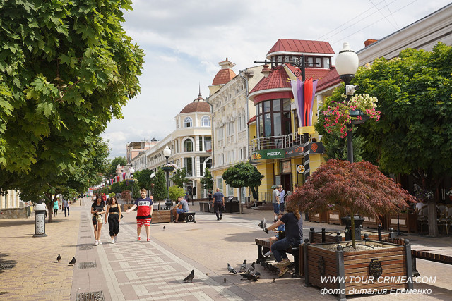 Центр Симферополя, удобный для прогулок. Улица Карла Маркса