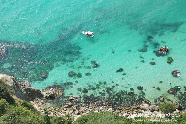 Кораблик и аквамариновое море у мыса Лермонтова. Крымские Мальдивы на пляжах у мыса Фиолент  или как заново открыть Крым.