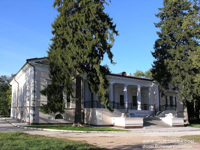 Мраморные львы дома Воронцова в парке Салгирка (г.Симферополь)