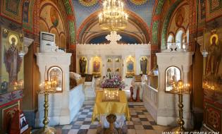 Интерьер Крестовоздвиженской церкви в Ливадии.