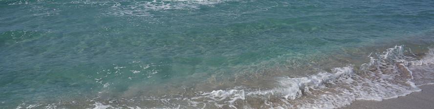 Бирюзово-аквамариновое море у с.Поповка (Западный Крым). Сентябрь 2019